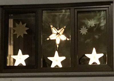 AdventsFenster Dauer tanzende Sterne1